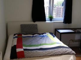 En-suite big room East Crodyon, 1Gb fast Wi-Fi, kingsize bed, apartment in Croydon