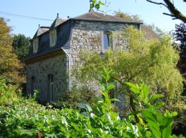 Beautifully renovated farmhouse with an enormous private garden., holiday home in Dinant
