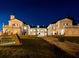 Zámek Wichterle - Hotel a pivní lázně – hotel w mieście Slavičín