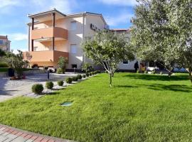 Apartments Maric, hotel near Club Hacienda Vodice, Vodice