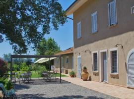 Agriturismo Poderedodici, farm stay in Orbetello