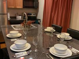 Cozy 4 Bedroom Home Accommodates 10 in Niagara USA, vacation rental in Niagara Falls