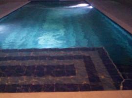 Hotel Playa Real, hotell sihtkohas Coveñas