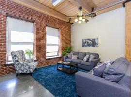 POSH LOFT Walk to Cards and Convention Center, vacation rental in Saint Louis