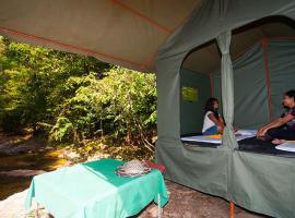Island Camping, hotel in Kitulgala