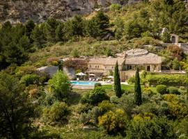 Les Baux de Provence Villa Sleeps 10 Pool WiFi, hotel in Les Baux-de-Provence