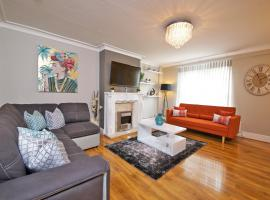 Gorgeous Manchester Home with Garden & Parking, hotel in Manchester