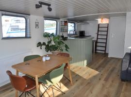 Private Lodge on Houseboat Amsterdam, holiday rental in Amsterdam