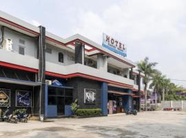 RedDoorz Plus near Tambun Station, hotel in Bekasi