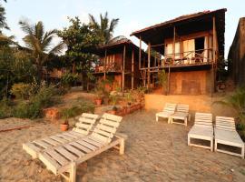 Dolphin Beach Resort, spa hotel in Mandrem