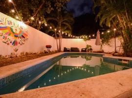 CASA OTOMI, hotel near Cancun Bullfight ring, Cancún