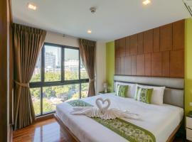 Silom Forest Exclusive Residence, hotel in Bang Rak, Bangkok