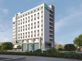 Holiday Inn Express Ahmedabad Prahlad Nagar, an IHG Hotel, hotel in Ahmedabad
