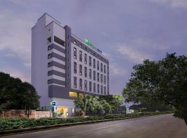 Holiday Inn Express Ahmedabad Prahlad Nagar, an IHG hotel, отель в Ахмадабаде