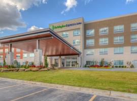 Holiday Inn Express & Suites Tulsa Midtown, hotel in Tulsa