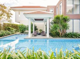 Luxury Ocean Villas N - 4 Bedrooms, cottage ở Đà Nẵng
