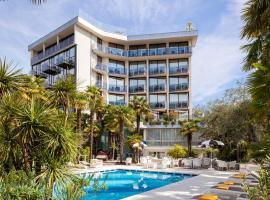 Hotel Garda - TonelliHotels, hotel in Riva del Garda