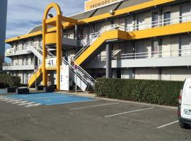 Premiere Classe St Quentin en Yvelines Elancourt, hotel with parking in Trappes