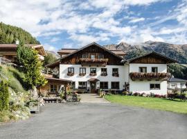 Alpengasthof Eppensteiner, accommodation in Navis