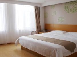 GreenTree Inn Jinan Licheng District Fenghuang Road High-speed Railway East Station Express Hotel, hotel near Jinan Yaoqiang International Airport - TNA, Hongjialou