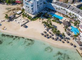 Be Live Experience Hamaca Suites, spa hotel in Boca Chica