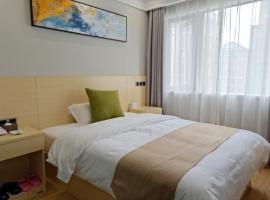 Shell Huainan Second Middle School Xihuchuntian Hotel, отель в городе Huainan