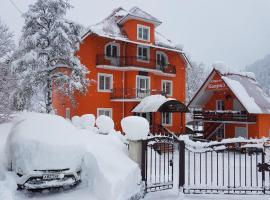 HOTEL Kapriz, отель в Домбае