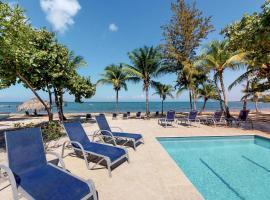 Las Memorias @ Palmetto Bay, hotel in Roatán