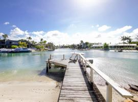 Waterfront on Witta Circle, vacation home in Noosa Heads