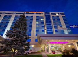 Crowne Plaza Montreal Airport, hotel near Montreal-Pierre Elliott Trudeau International Airport - YUL, Montréal
