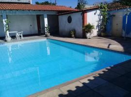 Casarão com piscina e churrasqueira, hotel with jacuzzis in Rio de Janeiro