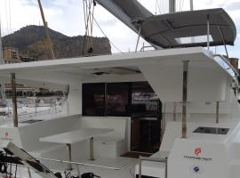 catamarano a vela, boat in Palermo