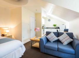 SACO Jersey - Merlin House, hotel near Jersey General Hospital, Saint Helier Jersey