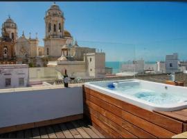 ***** ATTIC WITH IMPRESSIVE VIEWS AND JACUZZI, apartment in Cádiz