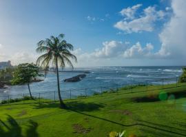 Aurora- Panoramic Ocean Views-steps to Beach, hotel in Dorado