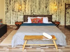 Camouflage - Goa, hotel with pools in Anjuna