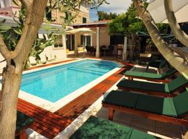 Villa Anni, hotel v destinaci Sutivan