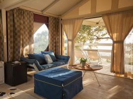Luxury glamping Vedetta Lodge - Adult Only, luxury tent in Scarlino