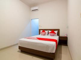 OYO 2421 Joglo Guest House Syariah, hotel in Tegal