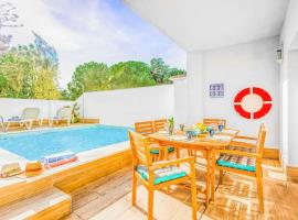 Nerja Villa Sleeps 6 Pool Air Con WiFi, accessible hotel in Nerja