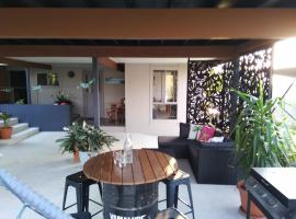 Cosy, self-contained and central to everywhere, hotel near Carrara Indoor Stadium, Gold Coast