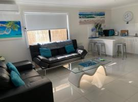 Lazy Dayz Shellharbour, hotel near Historical Aircraft Restoration Society Museum, Shellharbour