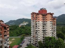 Homestay Taman Kumbar Permai - melayu sahaja, apartment in Bayan Lepas