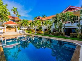 فيلات بوكيت ريفييرا، فندق في شاطئ نايهان
