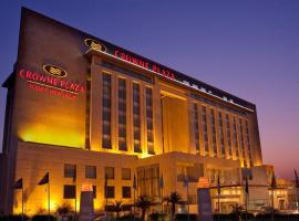 Crowne Plaza New Delhi Okhla, an IHG Hotel, hotel in New Delhi