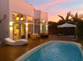 Stylish Beach House with pool, hotel in Florianópolis