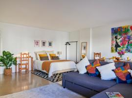 Modern Apartment with Swiming Pool & Garage - Lisbon, hotel with pools in Lisbon