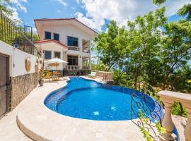 Casa Louzon, hotel in Playa Flamingo