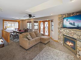 New Listing! Lake Getaway with Private Hot Tub home, villa in Big Bear Lake