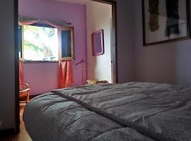 The Violet House muy cerca del Aeropuerto Tenerife Norte, hotel in zona Aeroporto di Tenerife Norte - TFN,